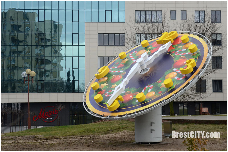 Новогодние часы возле администрации Московского района