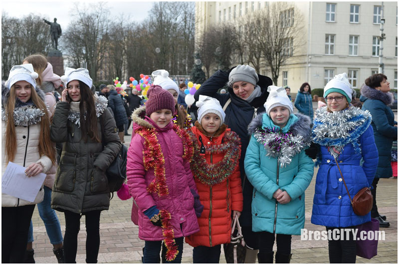 Новогоднее представление 1 января на пл.Ленина в Бресте